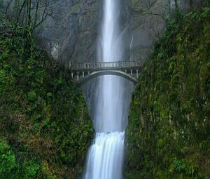 Big falls with bridge v.1.1: Бесплатный хранитель экрана ( Большой водопад и мост ) - Free screensaver