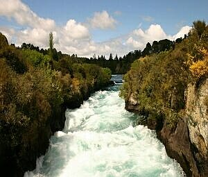 Seethe river v.1.1: Бесплатный хранитель экрана ( Бурлящая река ) - Free screensaver